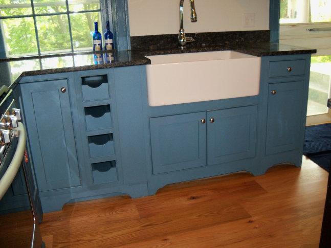 Craftsman Inset Richmond Maple Valspar Color Choice Program Belle Grove Victory Blue