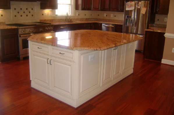 Monticello Maple With Painted Finish